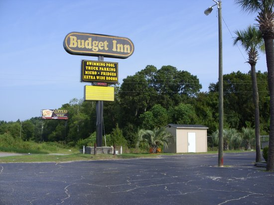 Budget Inn Conway: Road sign