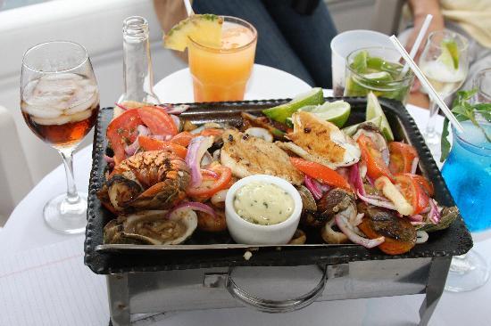 Seafood platter parrillada de mariscos picture of for Garcia s seafood grille fish market miami fl