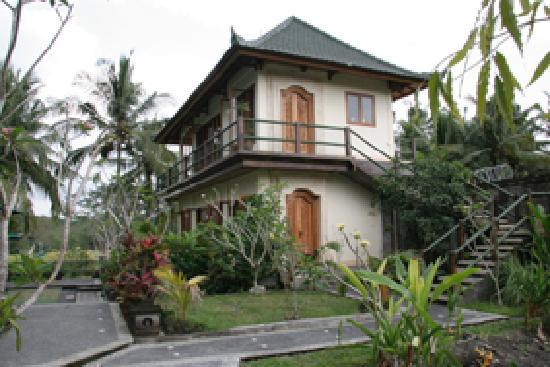 Toko-Toko: The biggest bungalow, 2 stories, near the pool