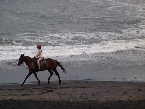 Tabanan, Indonésia: along the beach