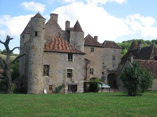 Chateau de Balleure: Spacious grounds surrounding