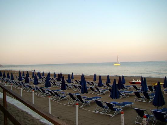 Villa Lo Scoglietto: beach