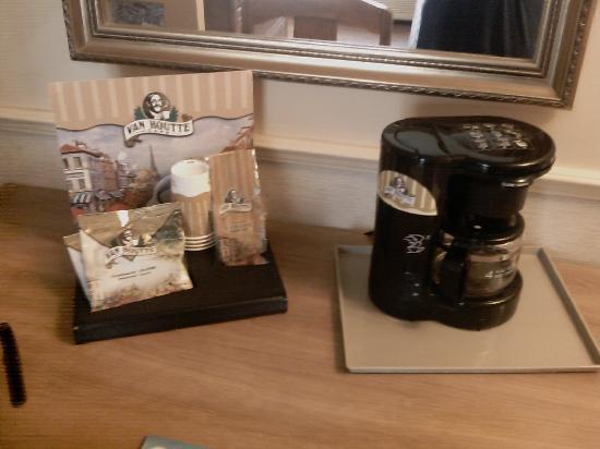 Quality Inn: Van Houtte coffee in the room :)