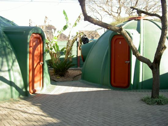 Polokwane, Sudáfrica: the igloos close enough to socialise or be on your own as you choose.