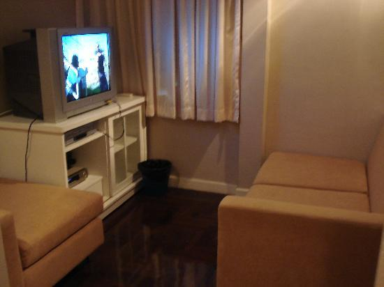 69 Guest House & Sauna : TV room