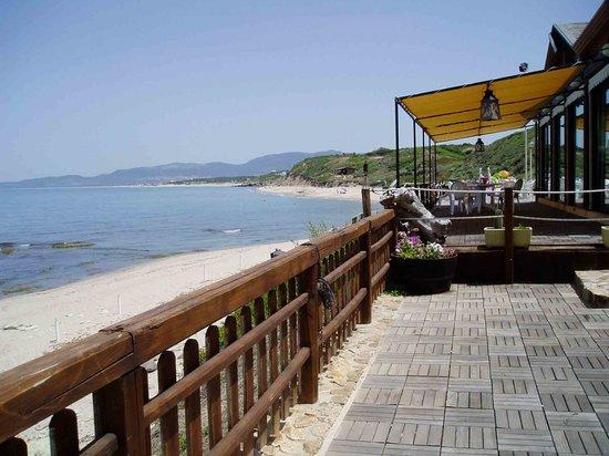 Ristorante della Locanda Del Mare da Roberto: terrazza ristorante sul bordo del mare