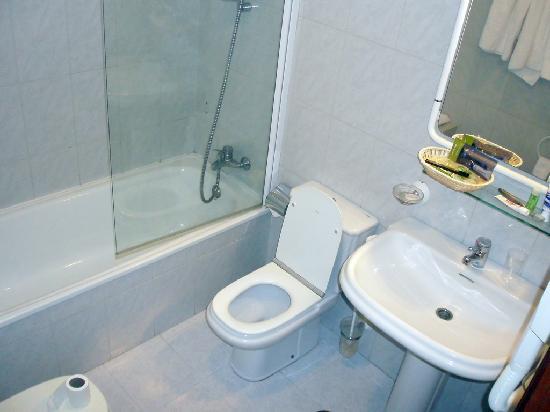 Hotel O Val Do Naseiro: Cuarto de baño
