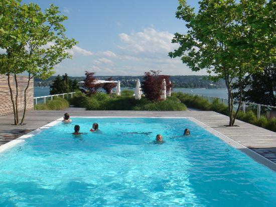La piscine en terrasse bild von riva das hotel am for Designhotel am bodensee