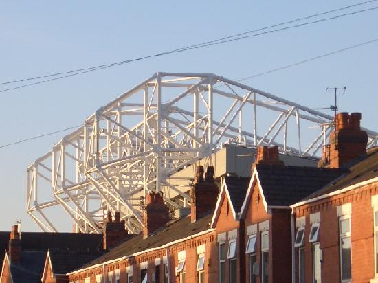 Chesters Hotel and Restaurant: View of Old Trafford (YUCK!) from Room 25
