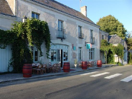 Auberge de Crissay: Front view