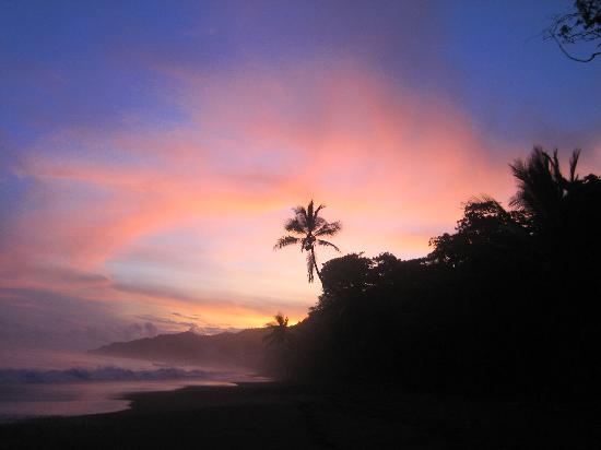 La Leona Eco Lodge: typical sunset