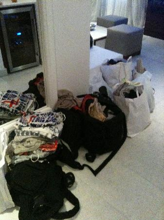 Belvedere Mykonos: How our luggage was left for us to come back to