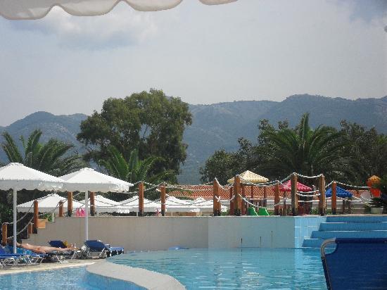 Roda Beach Resort & Spa: perfect pool