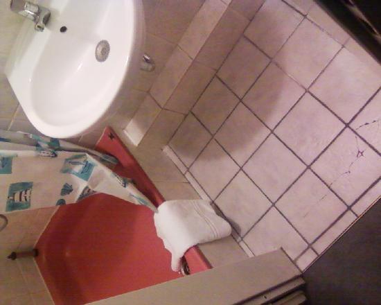 Hotel Apollo: Badezimmer.