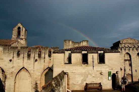 Avignone castello dei Papi con ARCOBALENO!