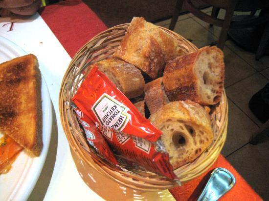 L'Ancien Trocadero: Rather tough baguettes