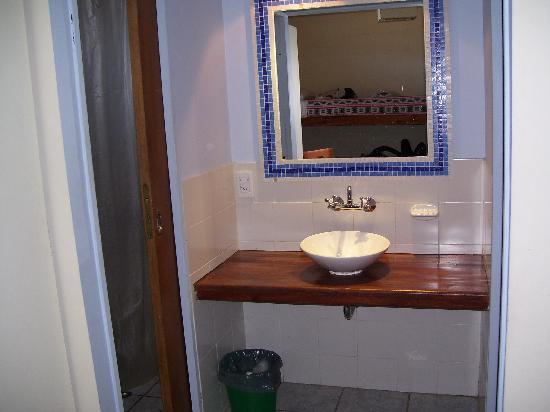 America del Sur Hostel: Baño compartimentado