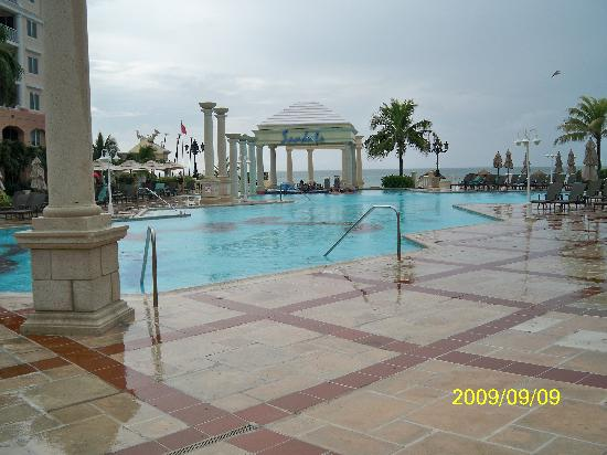 Sandals Royal Bahamian Spa Resort & Offshore Island: a photo of the pool area at Sandals