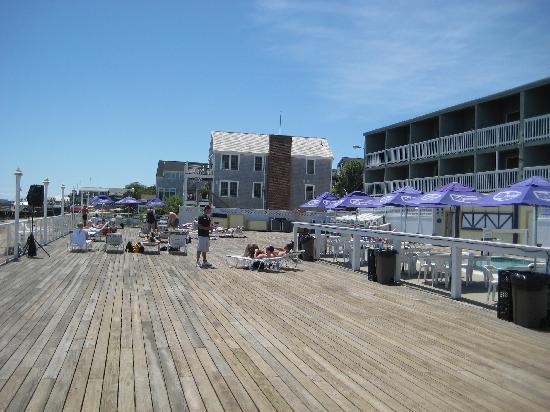 Boatslip Resort: Boatslip Deck Just Before Tea Dance - June 2009