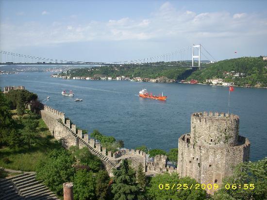 Rumeli Hisarı (Festungsanlage): looking north up the Bosphorous