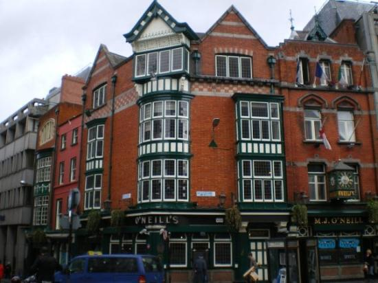 Traditional Irish Musical Pub Crawl: O'Nealls Pub - Dublin