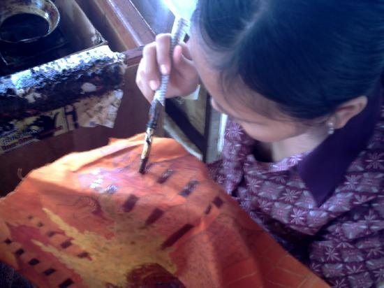 Hotel Lusa: Batik Making