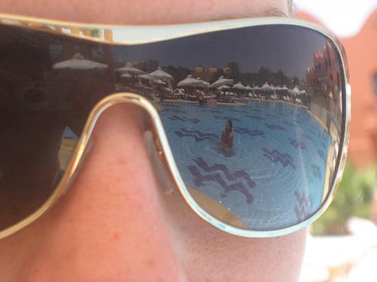 Sheraton Miramar Resort El Gouna : Reflection of the pool area