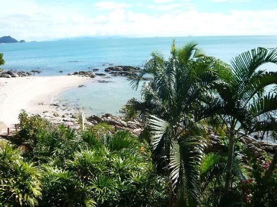 Khanom Hill Resort: Strandblick aus Bungalow 5