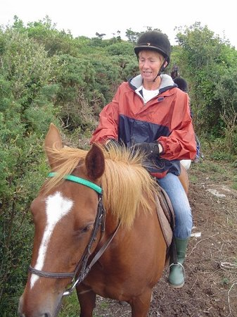 Clifden, Irlanda: Monique on horseback