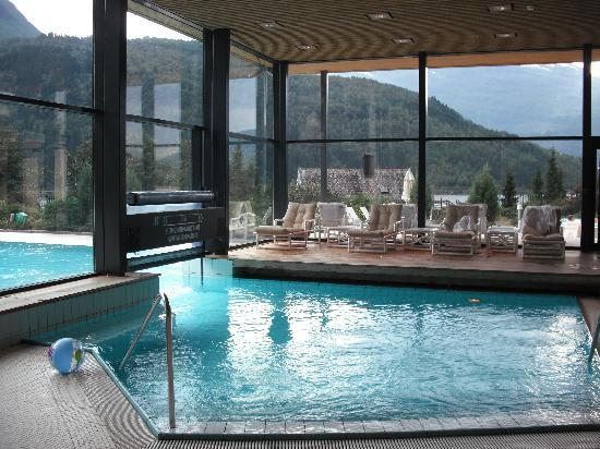 Hotel Alexandra: Swimming pool and water slide