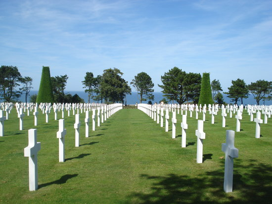 Normandie, Frankrike: the cemetary and the sea