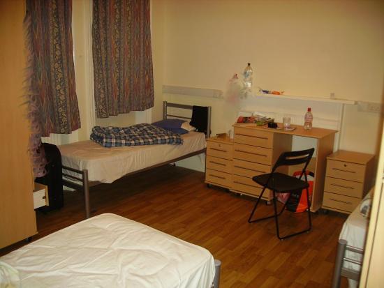 Belsize House: Voici une des chambres... 3 Lits.