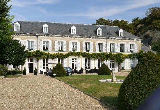Hotel Le Manoir les Minimes: Le Manoir is conveniently situated next to the Chateau d'Amboise.