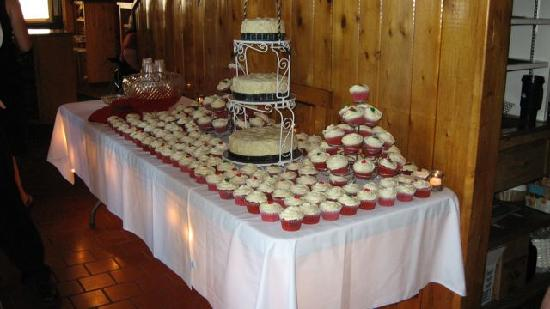 Silver Rapids Lodge Cake Table Set Up
