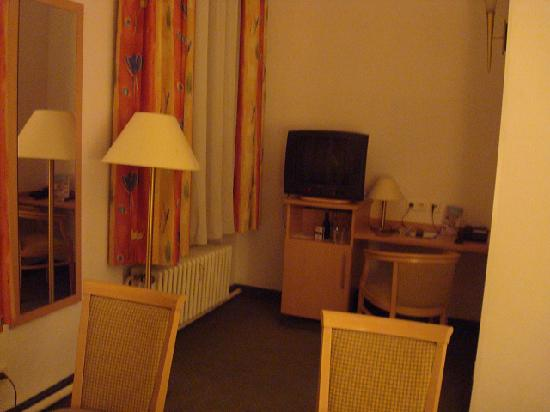 Hotel Tiergarten: The TV set is small and far from the bed room.