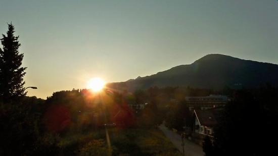Sonnenhof Igls : Sunrise from the room balcony