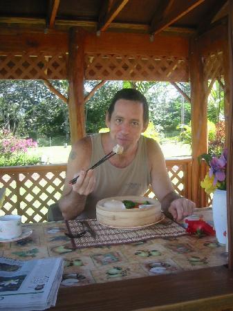 Hawaii Paradise Suite: Breakfast in the Ohia Gazebo