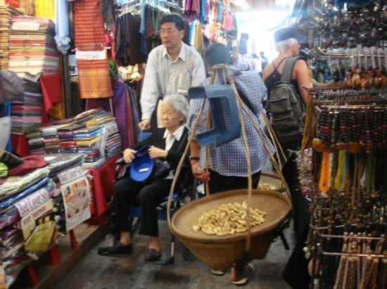 Chatuchak Weekend Market: Cha tu chat market...