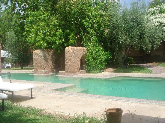 Les Deux Tours : The pool