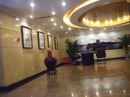 Shatan Hotel: Our hotel lobby