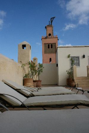 Riad Azoulay: the minaret with the storks nest overlooking the terrace