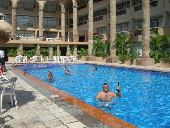 Solamar Inn: las mejores PACIFICOS en la alberca