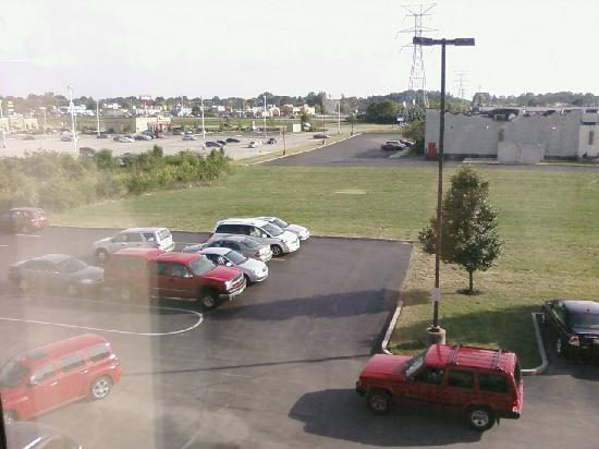 Hampton Inn Cincinnati Eastgate : Parking lot view from room