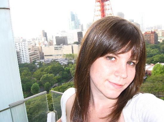 โรงแรมเดอะปรินท์ พาร์ค โตเกียว: Me on the balcony.