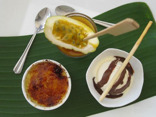 Casa Veintiuno : a sampler dessert! So good!