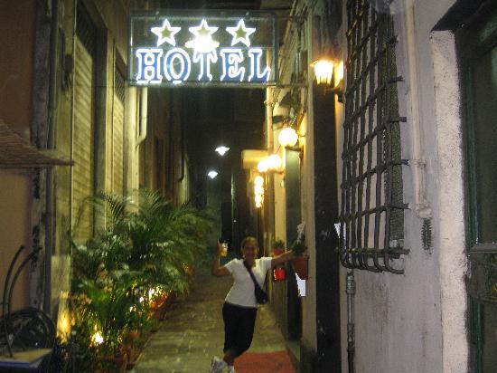 Hotel Veronese : entrada al hotel