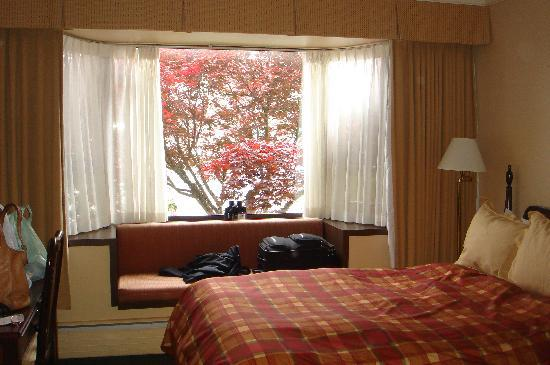 Crest Hotel: View of the room (2 double beds)