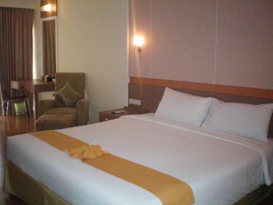 The Monmanee Travel & Lifestyle Hotel : bedroom
