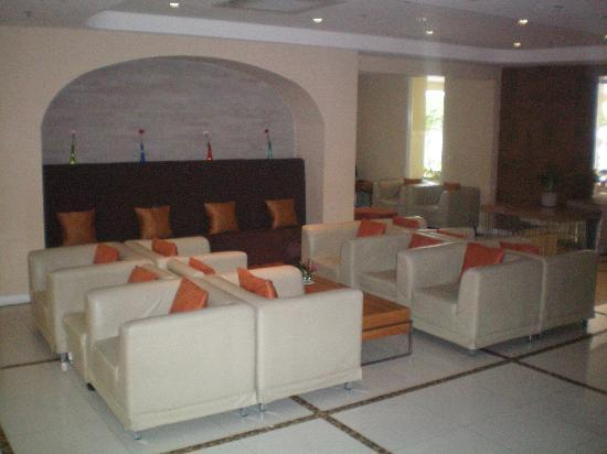 The Monmanee Travel & Lifestyle Hotel : lobby