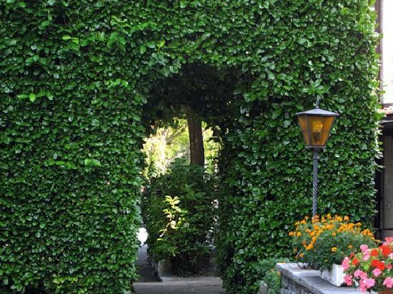 Romantik Hotel Castello Seeschloss: Hotel garden